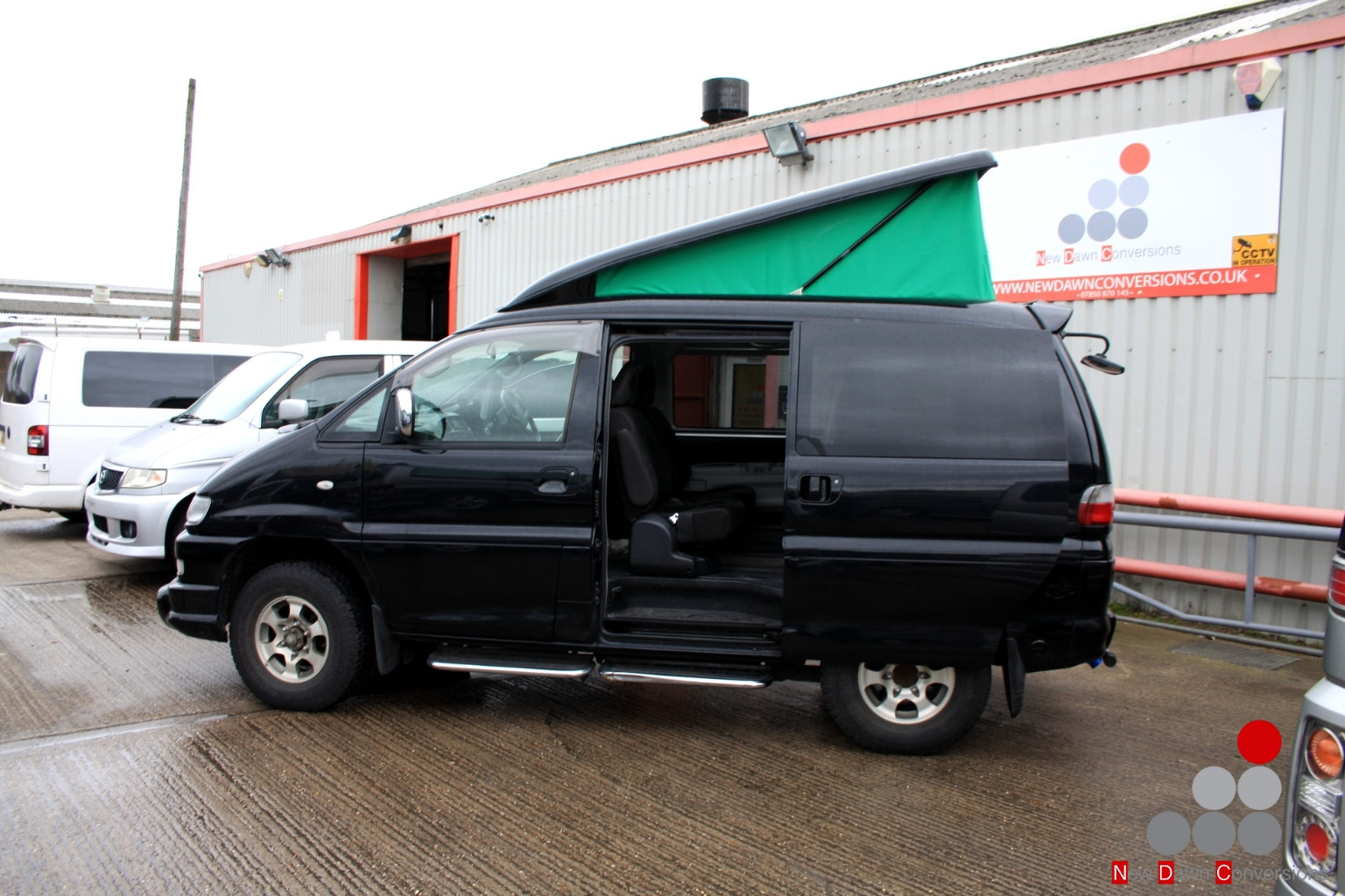 Mitsubishi Delica with rear elevating ro