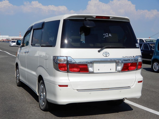 Toyota Alphard (3).jpg