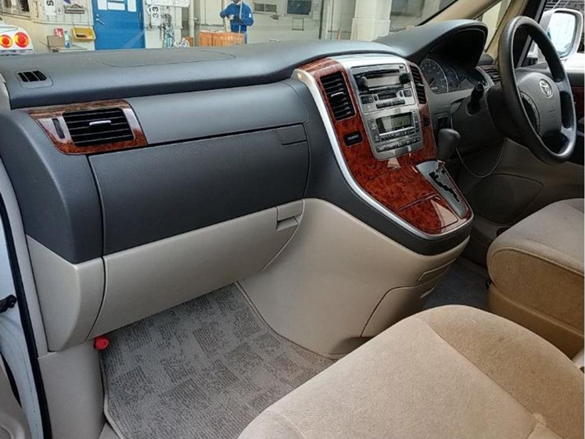 Toyota Alphard (4).jpg