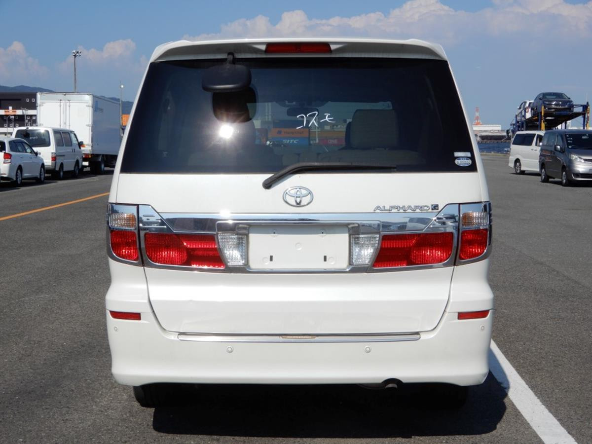 Toyota Alphard (7).jpg