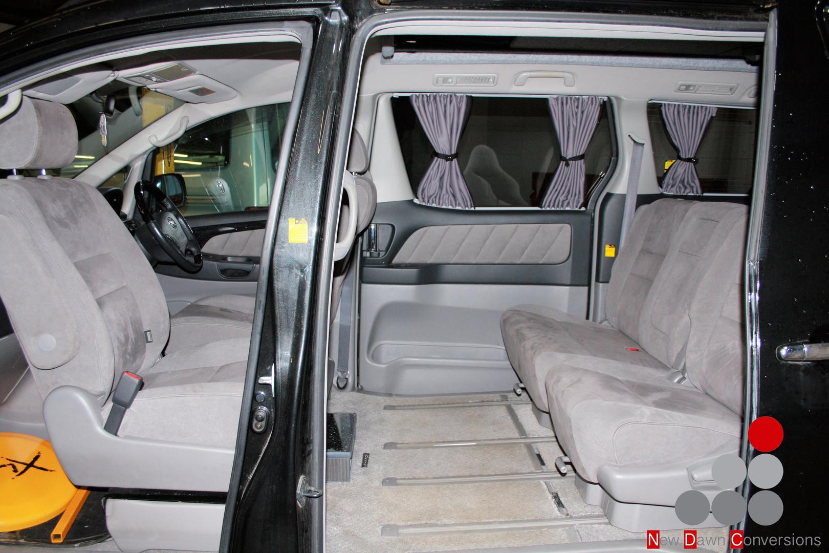 Toyota Alphard Swivel seat