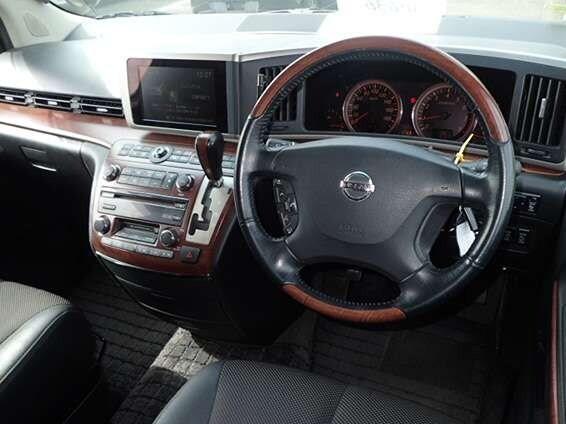 Nissan Elgrand (2).jpg