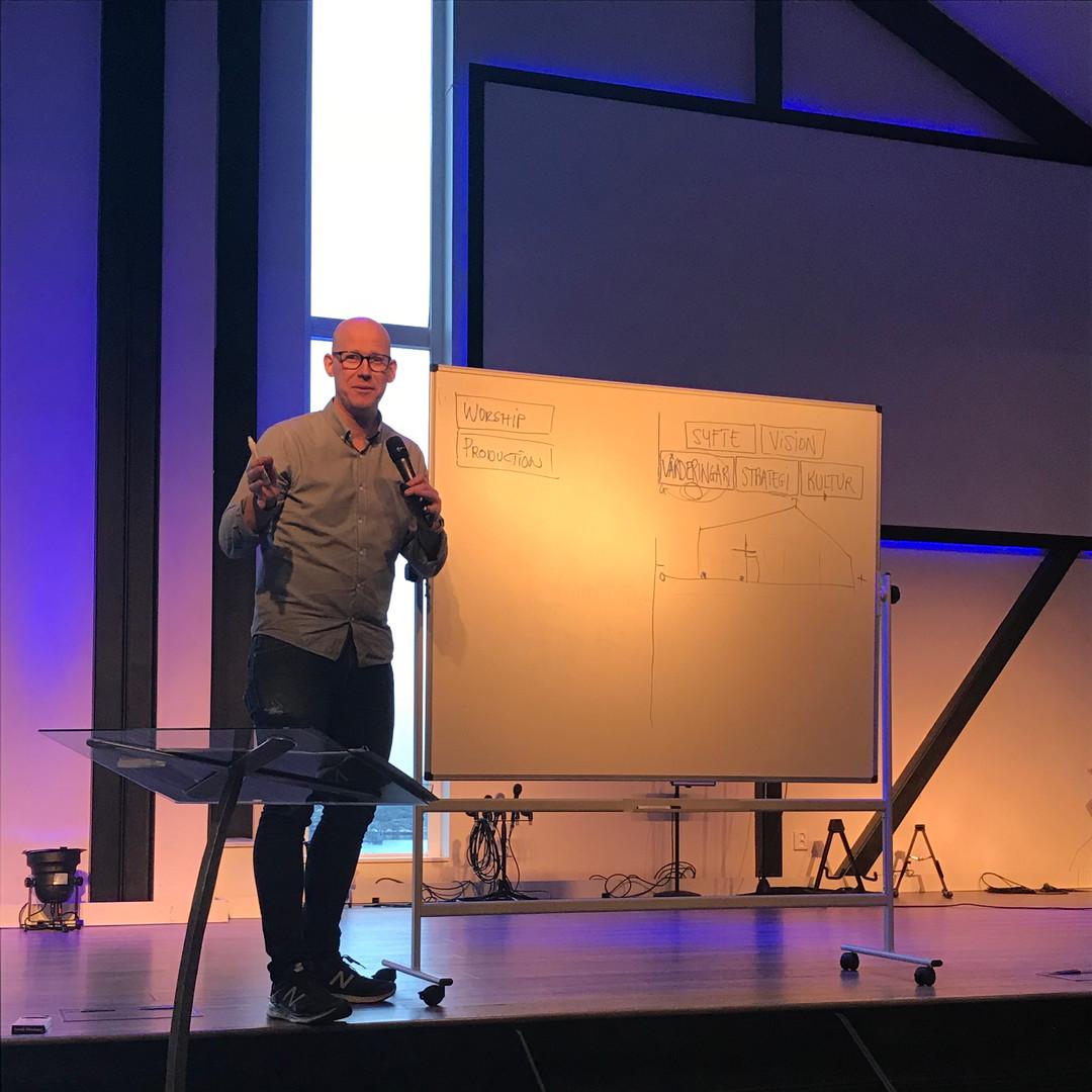 Thomas Jonsson undervisar på LEAD