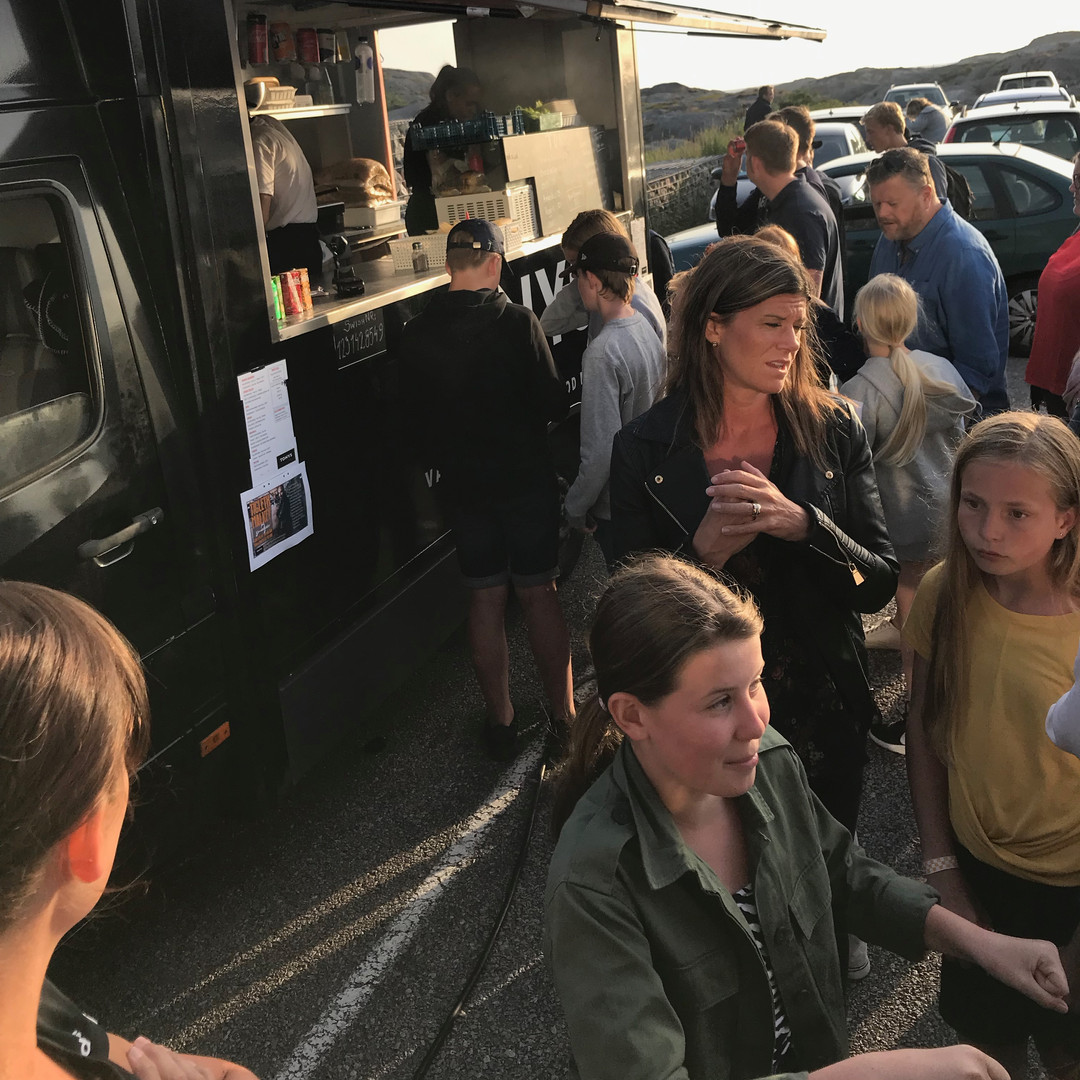 Mingel efter gudstjänst med food truck från Tony´s