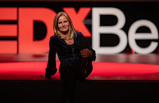 TedX aline Peugeot célèbre conférencière auteur du chaos à l'éveil spirituel