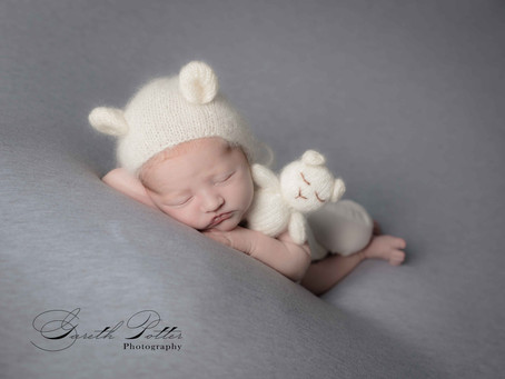 What to look for when choosing a newborn photographer?