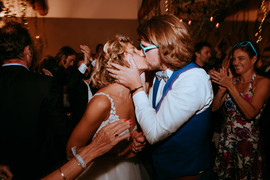 kiss love couple bride groom mariage wed