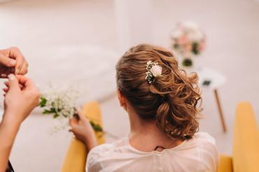 Květinová dekorace do vlasů