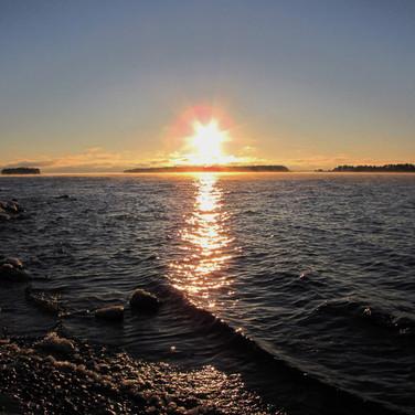 Houtere auringonlaskussa, Tuire Kaitila-Tarvainen