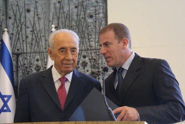 גלעד עדין עם הנשיא פרס
