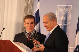 גלעד עדין עם ראש הממשלה ביבי