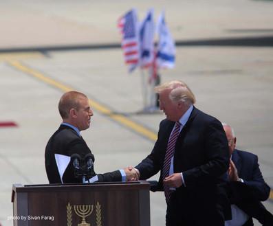 "גלעד עדין הנחיית אירוע עם נשיא ארה""ב, דונאלד טראמפ"