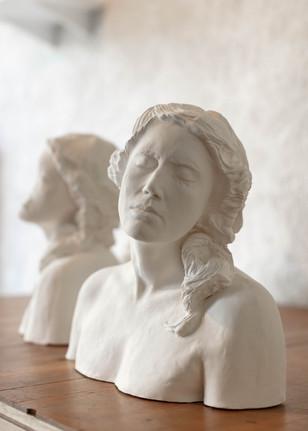 FEMME HISTORIQUE AVEC GUEULE D'ARTISTE