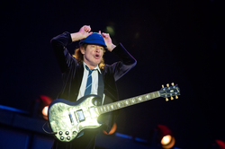 angus young; ac/dc