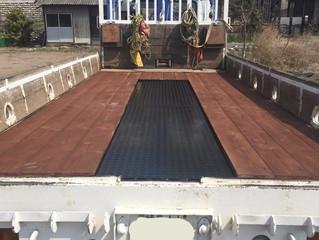 クレーン車の床板張替え補強