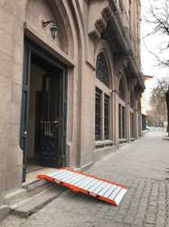 portable and foldable wheelchair ramp