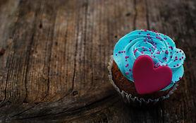 love-heart-cupcake_105737651.jpg