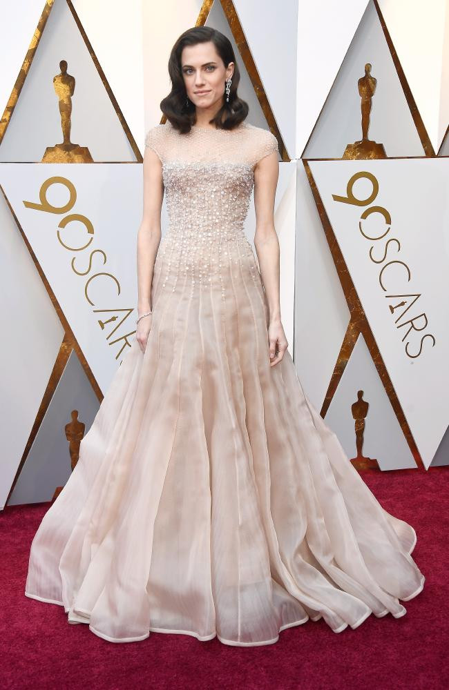 Allison Williams wearing Armani Prive Oscars 2018