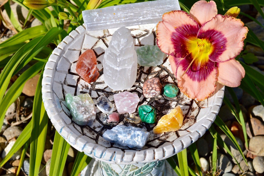 benefits healing crystals selenite calcite malachite jasper chrysocolla quartz rhodochrosite