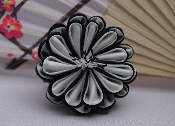 Barrettes Fleurs Kanzashi noir et blanc