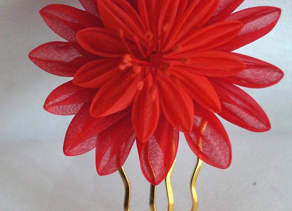 Peigne à cheveux doré, fleur en organza de soie bicolore camaieu de rouge