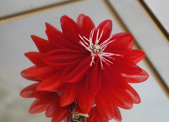 Pince à cheveux fleur en organza de soie rouge
