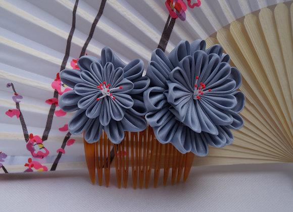 Peigne fleur en tissu gris Kanzashi