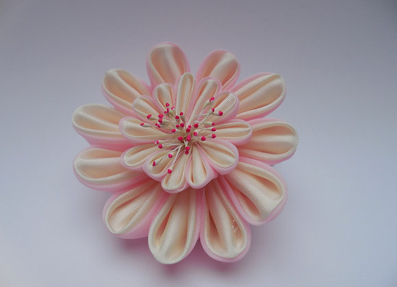 Barrette/Clip à cheveux fleur en tissu blanc et rose Kanzashi