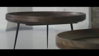 Træborde med sorte ben