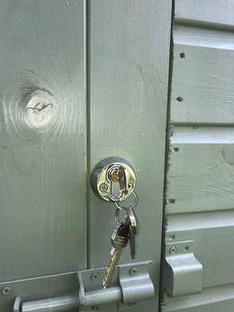 Surface mounted gate lock, fitted to a s