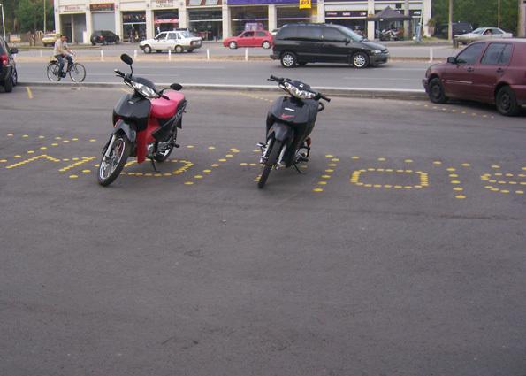 Estacionamiento de motos. Las Toscas