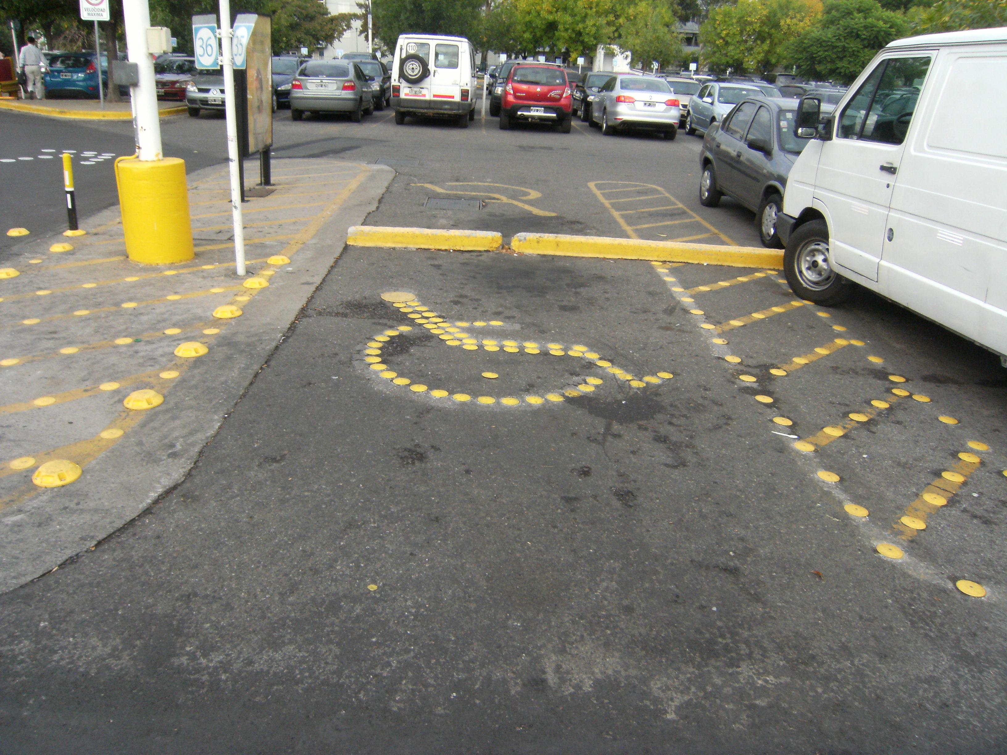 demarcacion de simbolo de discapacitado para estacionamiento