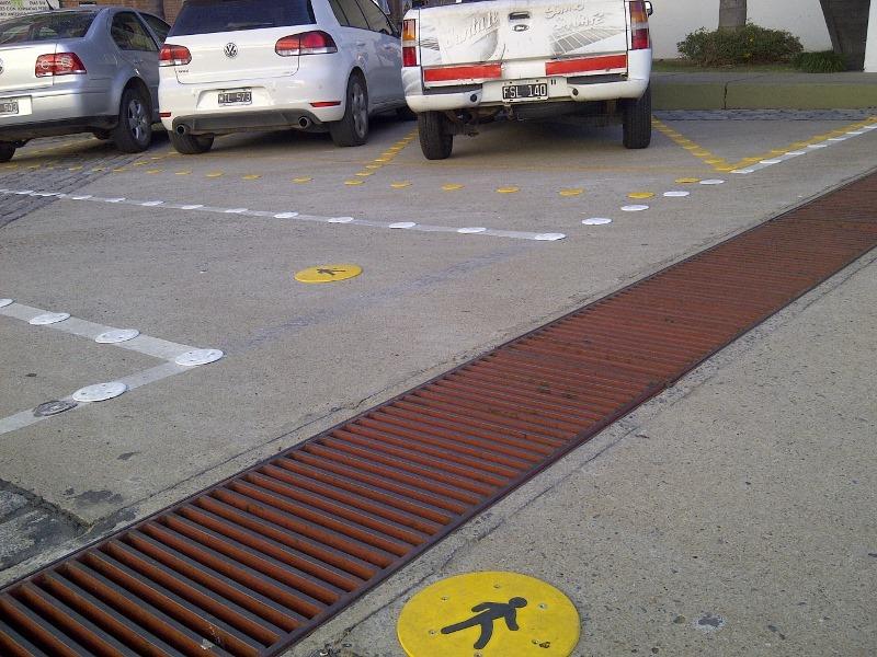 Sendas peatonales y estacionamientos