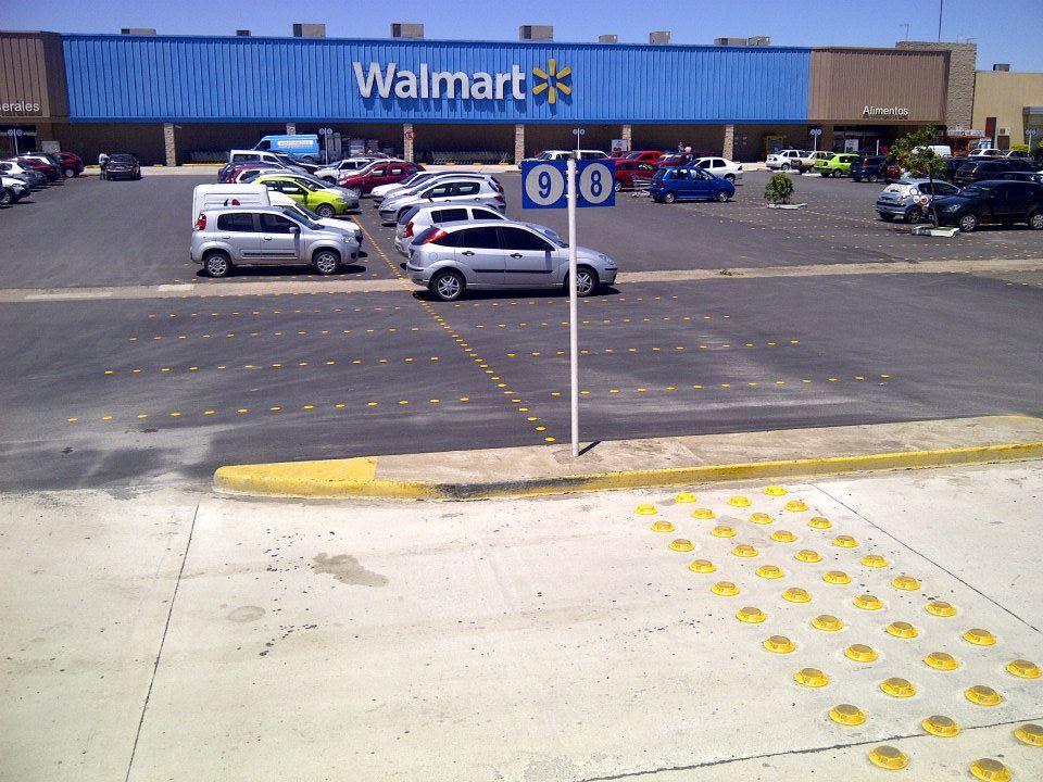 wall mart estacionamientos y camas reductoras de velocida
