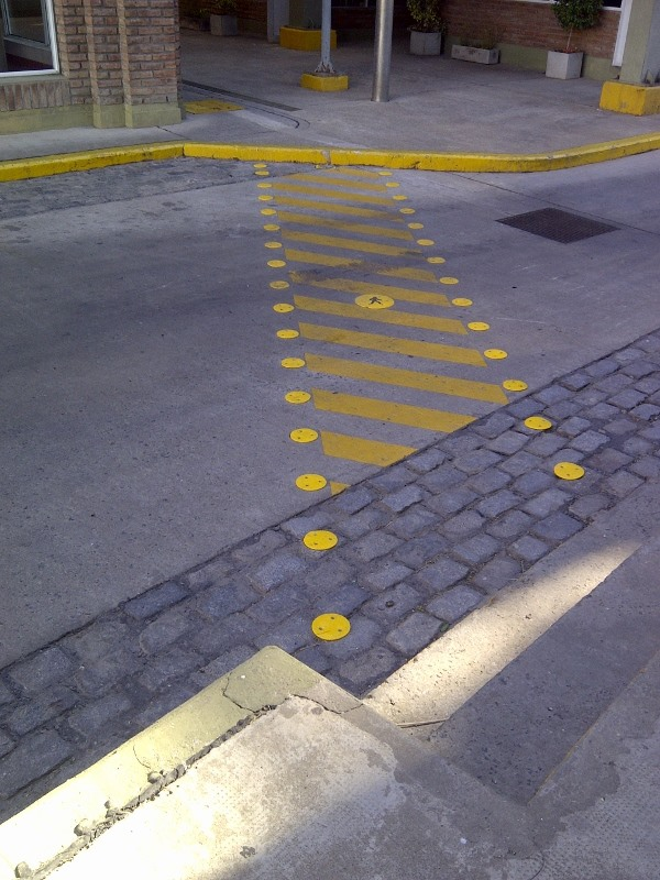 Carveceria Santa Fé-Demarcación de sendas con puntos