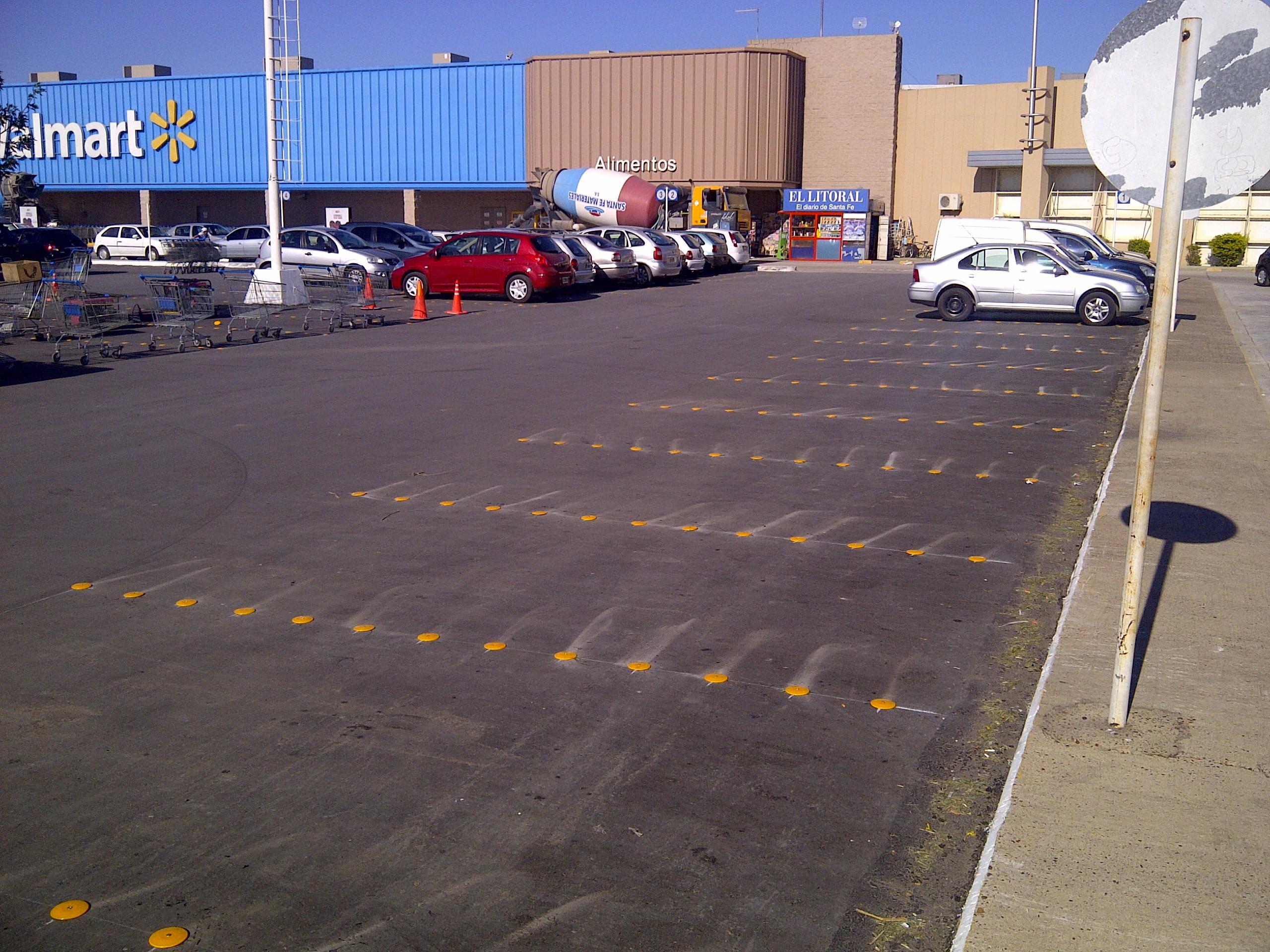 demarcacion de estacionamientos wall mart