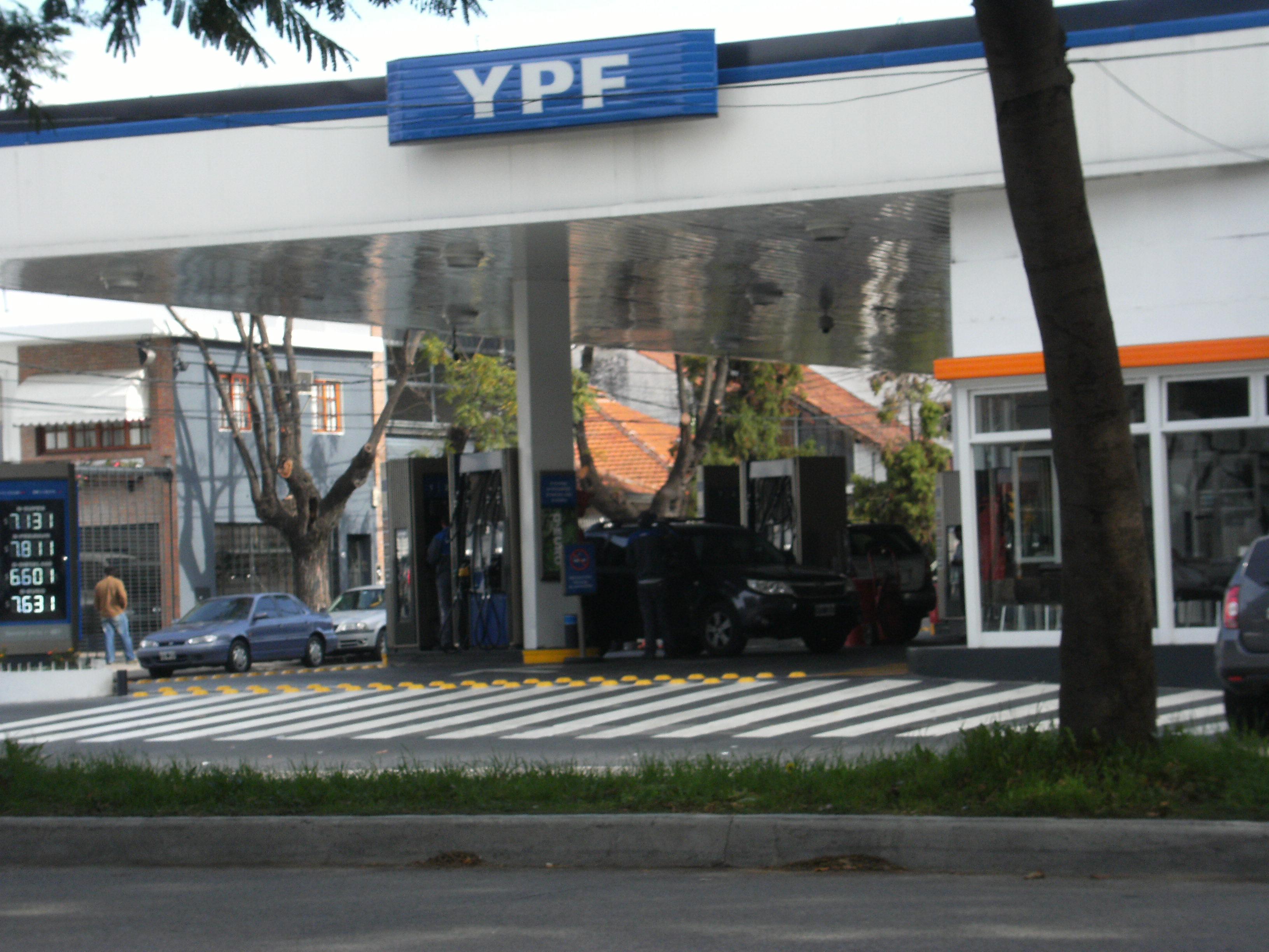 reductor de velocidad estacion de servicio YPF