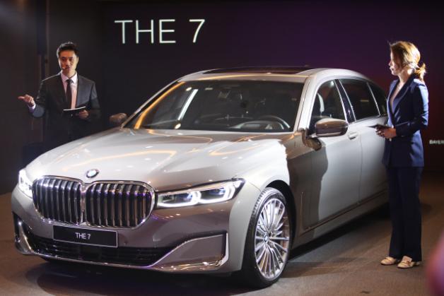 Das verbesserte Flaggschiff 7er, eine Luxuslimousine in Originalgröße, die vom deutschen Autohersteller BMW während einer Werbeveranstaltung in Seoul am 26. Juni 2019 hergestellt wurde. (Yonhap)