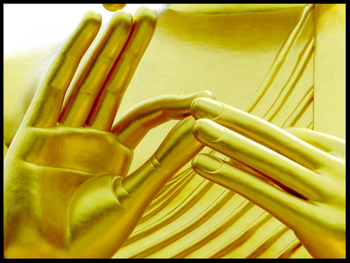 Golden Buddha, Hands
