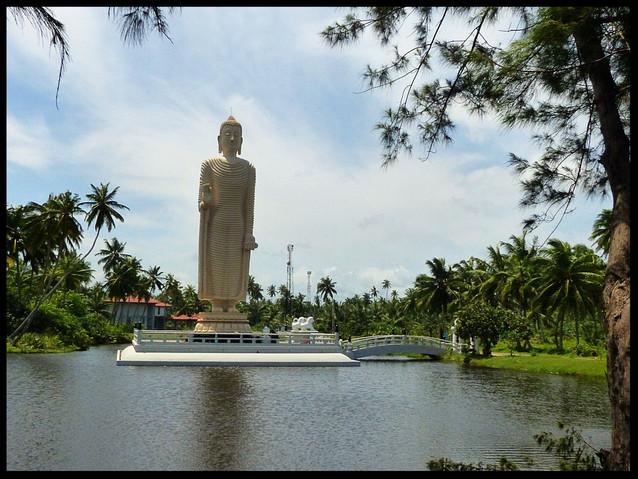 Tsunami monument Statue
