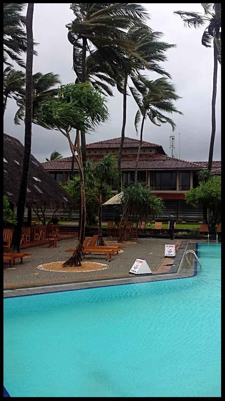 Hotelpool by rainy weather