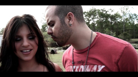 Veneno music video