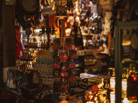 Reflexões do turismo sustentável: comprar souvenirs é realmente responsável?