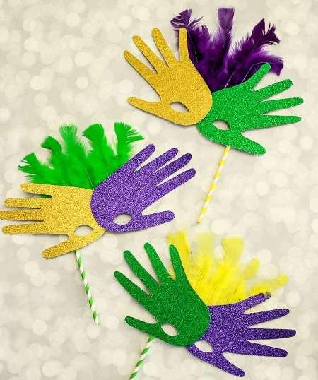 Cute Mardi Gras craft for preschoolers.