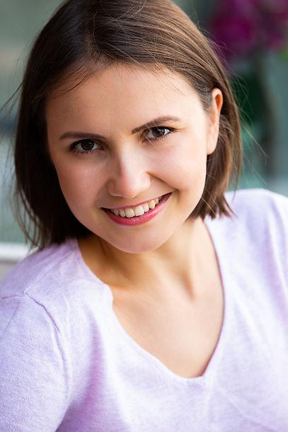 Noemi Sarog Headshot