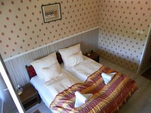 16. Kastélyszoba
