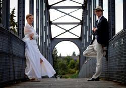 Ehepaar auf einer Brücke