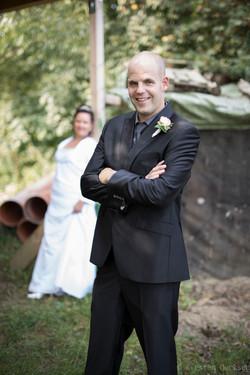 Bräutigam im Vordergrund