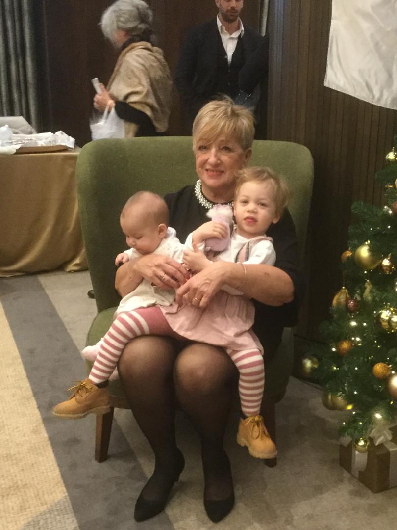 Ádám Kati klubtagunk unokáival