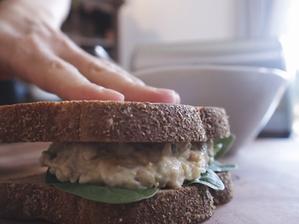 병아리콩 샌드위치 | 크리미한 으깬 병아리콩 듬뿍 얹어서!